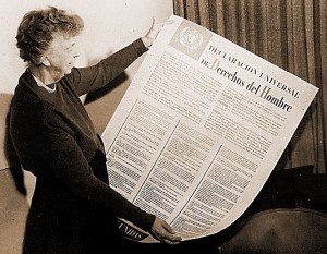 Eleanor Roosevelt and United Nations Universal Declaration of Human Rights in Spanish text.